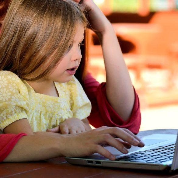¿Cómo involucrar a más niñas y mujeres jóvenes en internet?