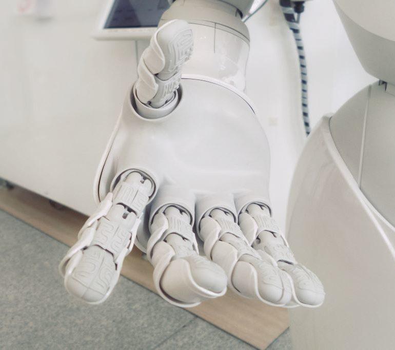Robots ayudan a controlar enfermedades crónicas desde casa