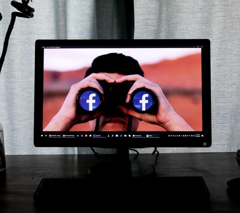 ¿Tienes iPhone? Atención: Facebook ha usado tu cámara en secreto